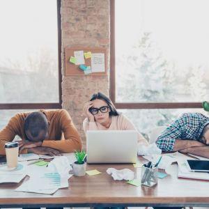 Artikelbild von Was hilft gegen die Müdigkeit im Büro?
