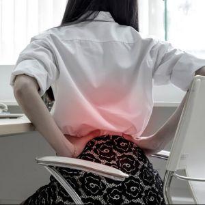 Artikelbild von Rückenschmerzen durch Büroarbeit – so schaffst du Abhilfe